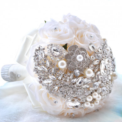 Ivory Crystal wedding bouquets Bridesmaids holding flowers with pearls