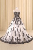 A-line Wedding Gown With black Appliques New Arrival wd-017